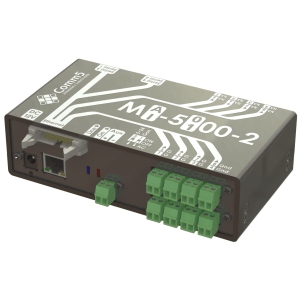 Comm5 I/O module with 8 inputs and 8 outputs, serial ports and connection for external display